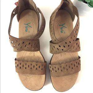 Yuu Woman's Strappy Sandals